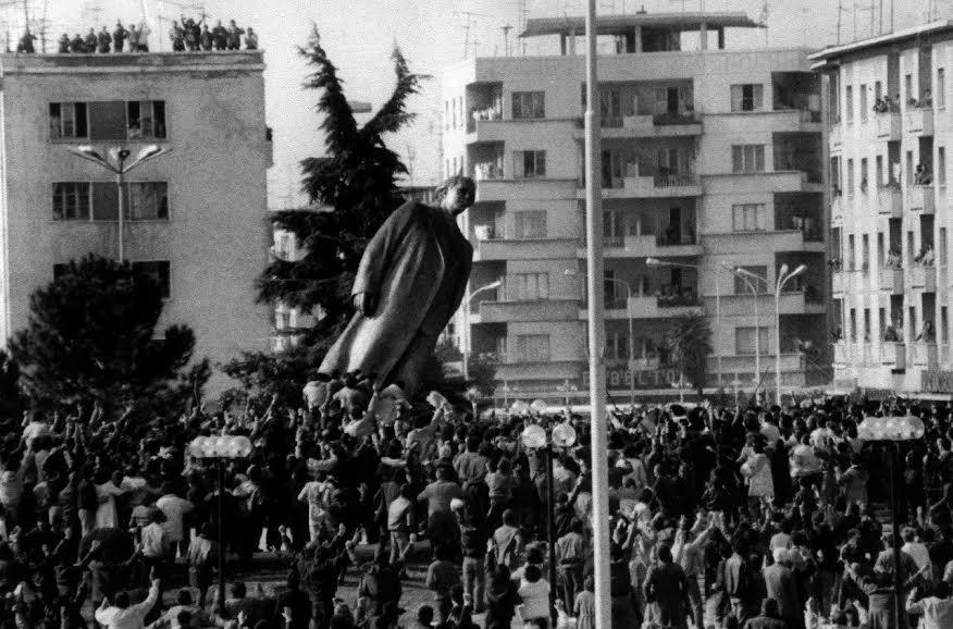 1990, kommunismens fald